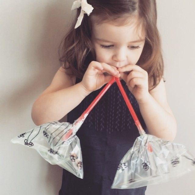 Toddler-Friendly Lung Experiment Use sandwich bags instead of paper ones! See previous post for more details ☺️