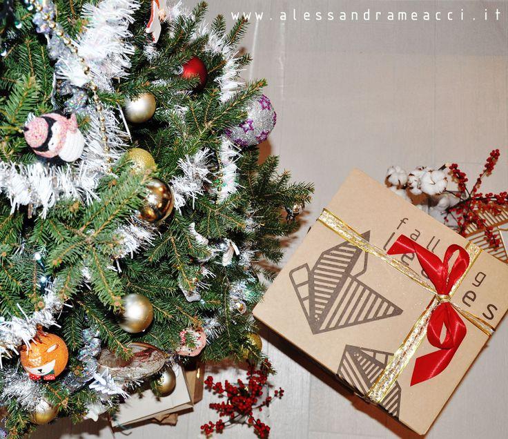 f a ll i n g in chrismas regalo sotto l'albero..... perfect gift, design www.alessandrameacci.it