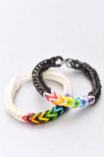 Fishtail Rainbow Loom Patterns - my boys are so into this right now. I will have to share this with them tonight.