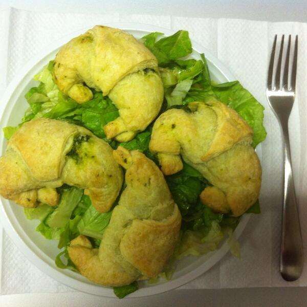 #iomiportoilpranzodacasa cornetti di sfoglia con broccoletti e formaggio