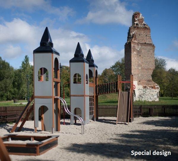 Plac zabaw przy ruinach zamku w rytwianach