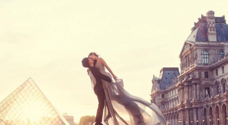 Ôyez, ôyez âmes romantiques, ce message est pour vous !   Nous avons rencontré le blog Escapades Amoureuses pour vous lister les lieux les plus romantiques de notre belle capitale... ❤  N'hésitez à étoffer cette liste en partageant vos endroits coups de cœurs :)  //  http://www.leparisienheureux.fr/les-endroits-les-plus-romantiques-de-paris/  //  #LeParisienHeureux #LPH