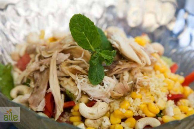 Diyet tavuklu salata tarifi... Diyet yapanların vazgeçilmezi tavuklu salata tarifi. http://www.hurriyetaile.com/yemek-tarifleri/diyet-tarifler/diyet-tavuklu-salata-tarifi_1920.html