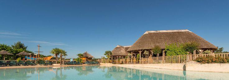 Camping 5 étoiles en France situé dans le Val de Loire, séjournez aux Alicourts Resort dans des emplacements et hébergements spacieux et de qualité. Classé parmi les plus beaux campings, Découvrez le spa, le parc aquatique, la plage ainsi que le lac privé.