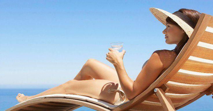 Ismét kisütött a nap. Tökéletes az idő a napozásra  Nem szereztél még be napozóágyat? Leáraztunk neked többet is, sőt bizonyos nyugágyakat most INGYEN szállítunk. Napozásra fel!  #nyugágy #napozóágy #akció #nyár #bútor #kertibútor #butoruniverzum #strand #akciósnyugágy #akciósnapozóágy