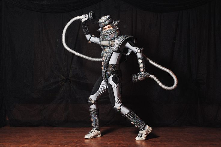 A theatre actor who plays a robot in a children's play