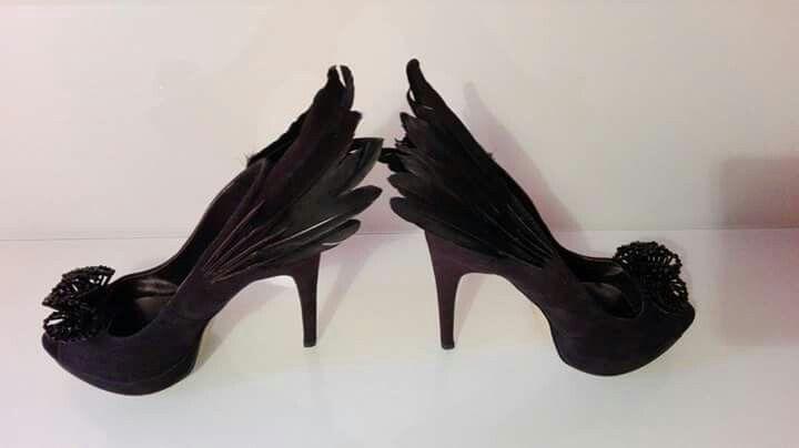 The black swan :  #shoes #buty #schuhe #pumps #peeptoes #feathers #pióra #federn #crystals #kryształy #kristalle #balett #balet #ballett #swan #łabędź #schwan #swanlake #schwanensee #odette #tchaikovsky #czajkowski #tschaikowski #opera #oper #gala #redcarpet #cannes #oscar