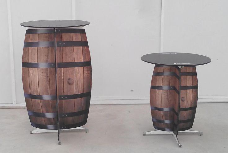 Mesa Promo con forma y gráfica de barril, alta (tamaño natural) y baja.
