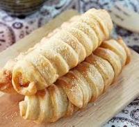 "Kue pisang molen, fried banana wrapped in stripe of wheat flour dough. The term molen refer to ""mill"" in Dutch suggested its Dutch influence."