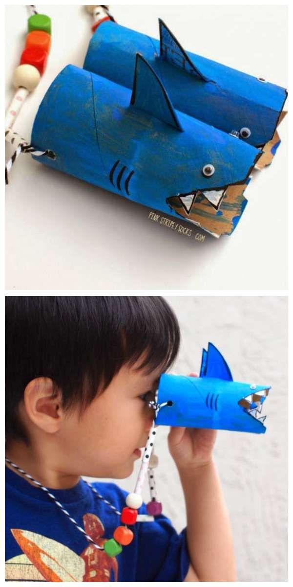 Jumelles requin avec des rouleaux de papier toilette