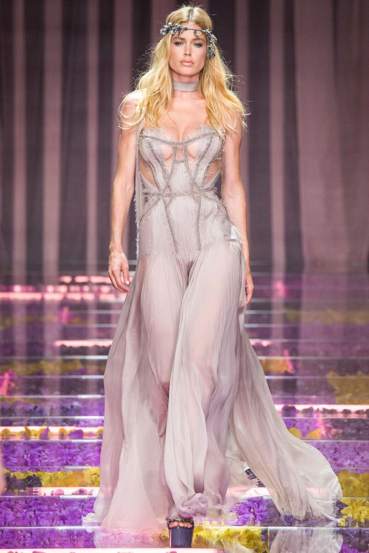 acsics Atelier Versace Fall 2015 Couture Collection Photos   Vogue