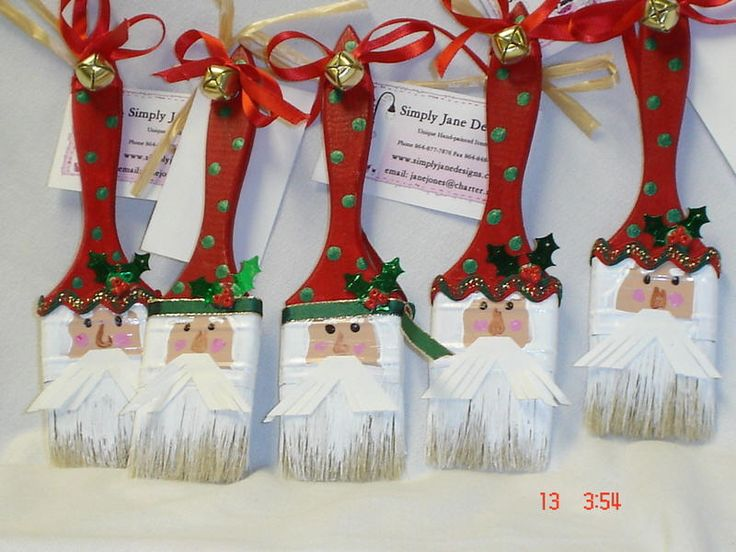 santa paint brush! Cute! Getting me excited for Winter already!.........just kidding but still a cute idea!!!!