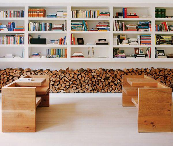 www.interiorholic.com La leña por si misma como decoración sin complicarnos la vida para esconderla o guardarla ¡ con lo bonita que es! #chimeneas #decoración