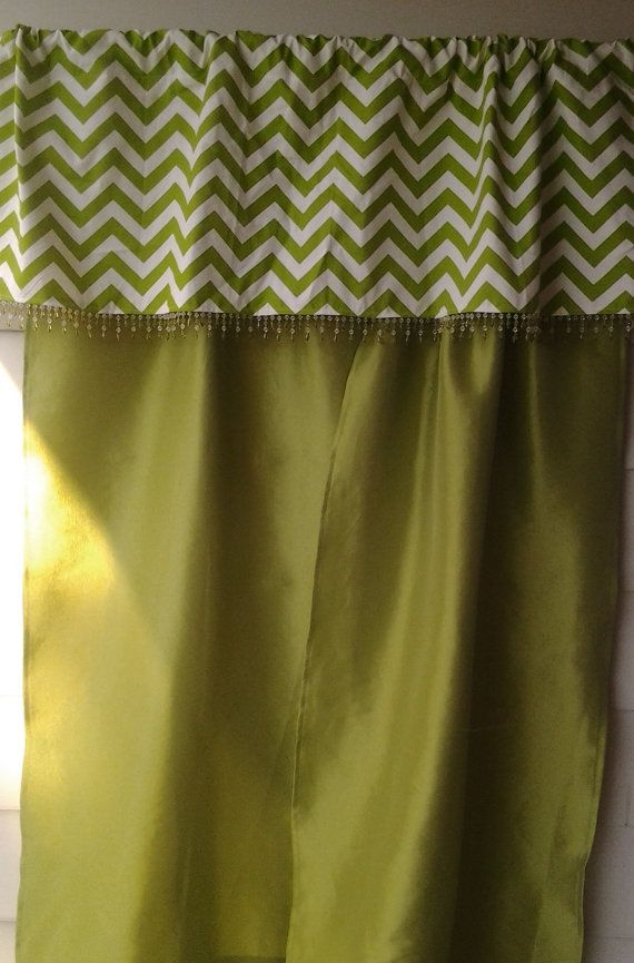 Citron vert tendre rideaux taffetas avec Chevron par OriginalsByEva