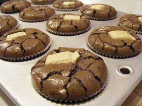 המערוך המקפץ: עוגות בראוניז שוקולד קטנות,רכות ונימוחות. מתכון מעולה - עוגות עשירות וטעימות. לנסות להכין בתבנית מיני