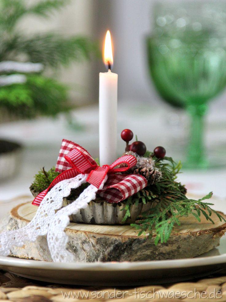 Weihnachtsdeko: alte Tartelettform mit Moos, Kerze, Schleife und Deko