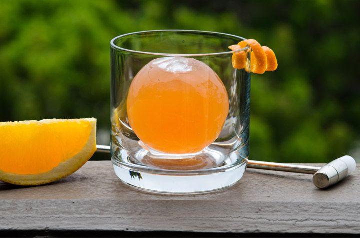 Lækker Oldfashioned molekulær cocktail! Mums   Se mere på www.BarMeister.dk