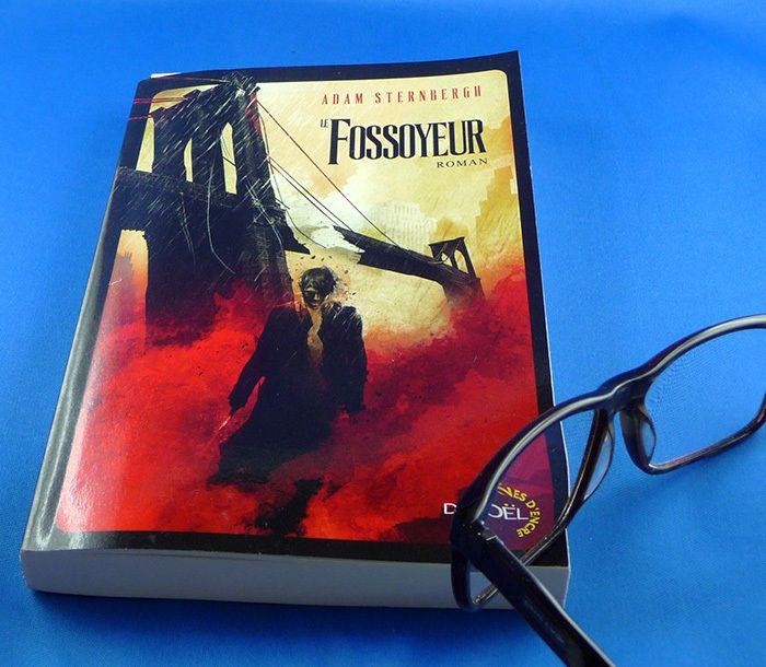 Le fossoyeur est d'Adam Sternbergh un roman traduit de l'anglais (Etats- Unis) dont le titre original Shovel Ready et non « the Gravediger » comme pourrait le laisser supposer une traduction littérale.Le Fossoyeur - Shovel ready - Adam SternberghUn...