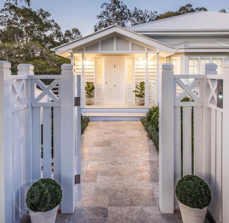 Whether is weatherboard or Hardies this home is a delight and has huge curb appeal #housefacades