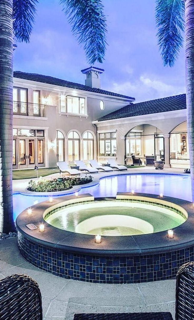 #LuxuryRealEstate of the Day! #luxuryhomes @luxury_listings Exceptional custom 7,500 sq ft #Miami estate offering 5 bedrooms and 4 bathrooms with expansive outdoor entertaining areas, with newly installed putting green, fire pit, and negative edge pool with #spa.   Listed at $5,395,000 by @premiersothebys At RealtorReviews.org