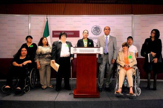 Sólo 40% de personas enfermas de Esclerosis Múltiple en México cuenta con seguridad social - http://plenilunia.com/padecimientos/solo-40-de-personas-enfermas-de-esclerosis-multiple-en-mexico-cuenta-con-seguridad-social/31480/