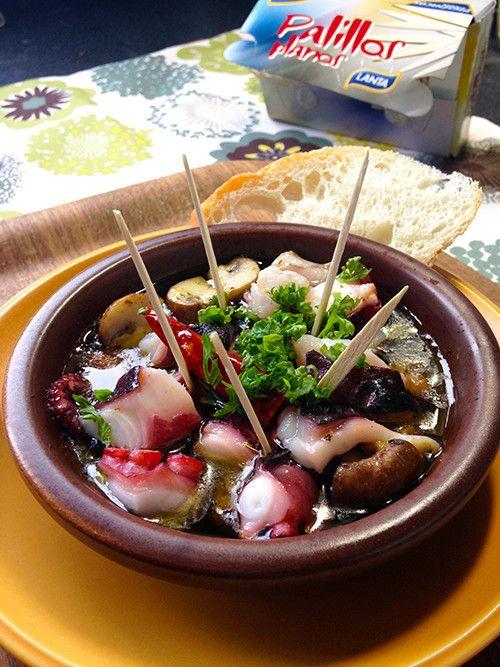 スペイン料理の定番、アヒージョをバジルペーストでスパイシーにアレンジ!簡単なひと工夫で、タコの切り身がさらに美味!