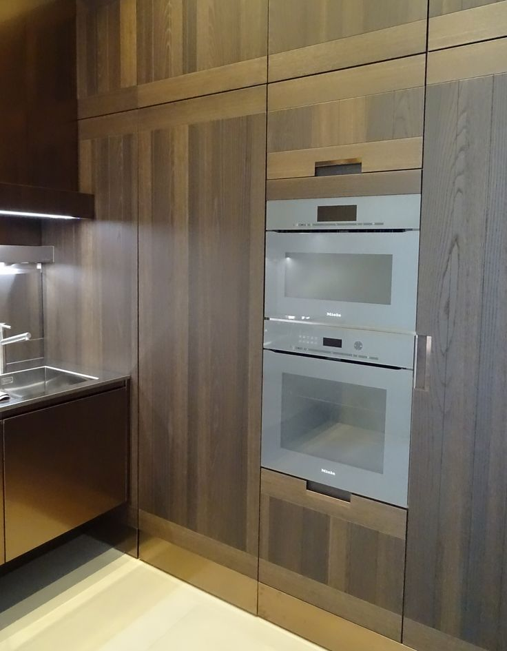 Arclinea tall units in wood with Miele appliance #Arclinea #Woodkitchen #Miele #Designkitchens #Kitchendesign #Dutchkitchendesign #Allaboutkitchens