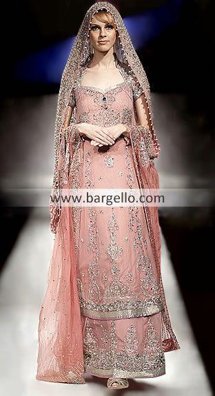 soooooooo preety!! a nice eid dress, minus the pom pom circly things on the dupatta