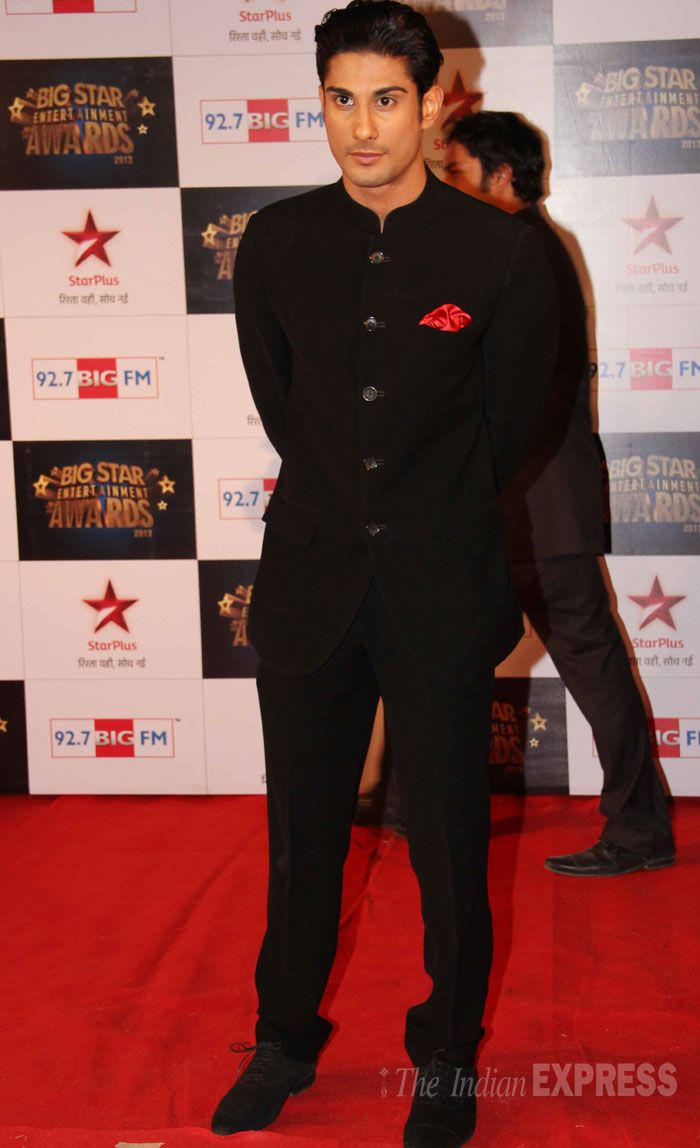 Prateik Babbar was suave in a 'bandhgala' suit on the red carpet at the Big Star Entertainment Awards. #Fashion #Style #Bollywood #Handsome
