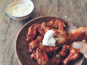 Buffalo Hot Wings = Coxinhas de Frango com Molho apimentado + Sour Cream! Delícia, delícia! :P