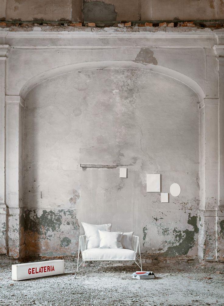 eu/canistro sofa | designed by Paola Navone | photography - Valentina Sommariva | styling - Martina Bianchi | set assistant - Stefano Castiello