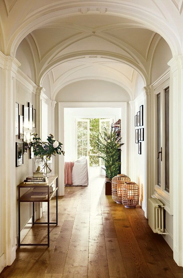 Strategically placed objects add warmth and interest in a long entryway ZsaZsa Bellagio – Like No Other: Pretty Pretty Spaces