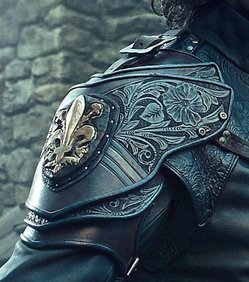 Athos' S3 pauldron