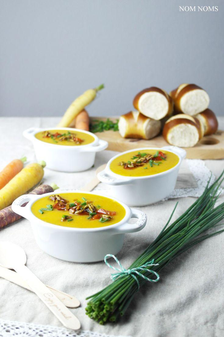 Ihre Lieben, diese Woche für euch getestet und schon auf dem Blog: die leckerste Gemüsesuppe EVER! Diese vegane Gemüsesuppe hat es in sich: Süßkartoffel trifft auf Karotten, Pastinake und Kirschtomaten. Ich war unglaublich überrascht, wie lecker sie ist. Einfach zuzubereiten und doch so lecker. Genau das richtige Soulfood für den Herbst und Winter! ❤ Ich finde ja, dass die Pastinake sowieso ein sehr unterschätztes Gemüse ist, aber gerade in Suppen oder als Ofengemüse schmeckt sie so lecker…