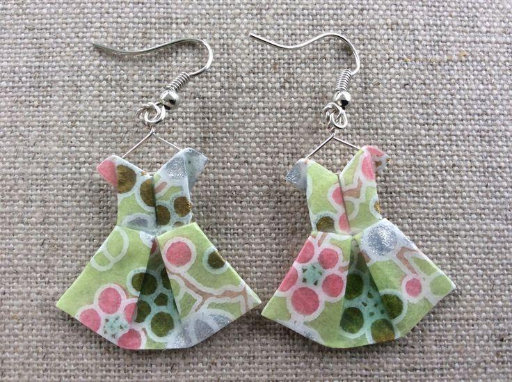 Boucles d'oreille robes vertes à fleurs en origami : Boucles d'oreille par p-tite-pomme