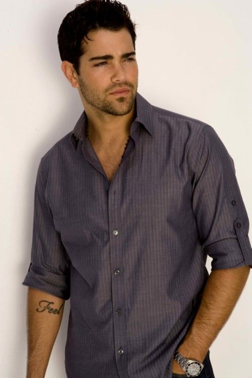 Jesse Metcalf. as long as they are light on the makeup i will take one with a chair creme frap thanx