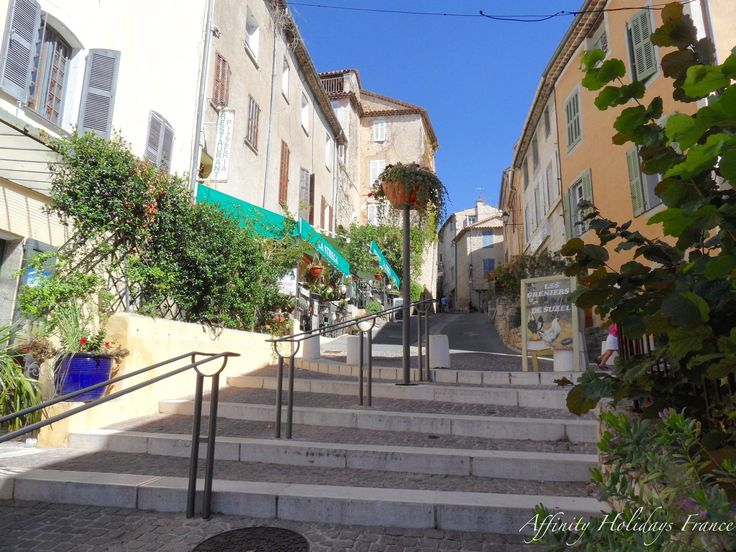 A walk through the village before dining at one of the great restaurants in Fayence