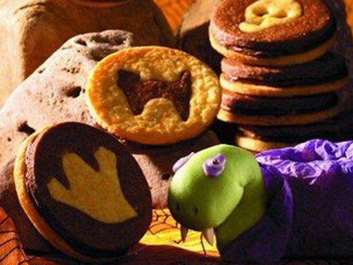 gruselige halloween cookies - Wie Man Einen Kaffeetisch Fr Den Herbst Schmckt
