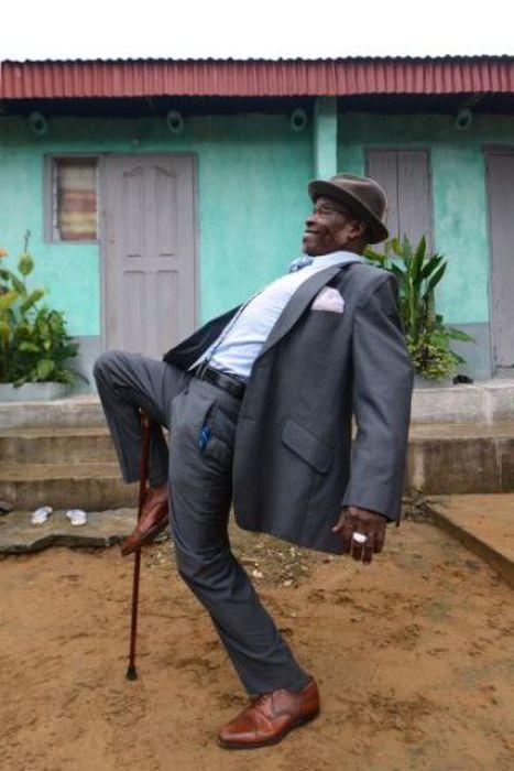 As pessoas no Congo realmente sabem se vestir para impressionar. Não importa se não tem saneamento básico, se passam fome ou se precisam tomar empréstimos pra comprar roupas cara, eles apenas vão lá e compram as melhores roupas do planeta (pelo menos no ponto de vista divertido da coisa). O pior...