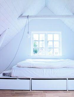 Je bed op een podium én nog extra bergruimte ook! Zo doe je dat: 101woonideeen.nl/zelfmaken/bed-met-opbergruimte.html