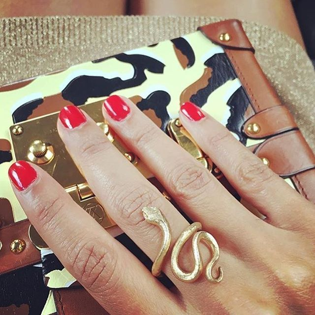 Time to prepare the Summer set! Here by French lady @veepost from #airfrancemadame in Paris. #snakesring #snakescollection #18k #gold #design #olelynggaard #olelynggaardcopenhagen #charlottelynggaard @charlottelynggaard_dk