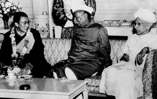 His Holiness meeting with Dr. Rajendra Prasad, President of India and Dr. S. Radhakrishna, Vice-President of India, New Delhi, 1957. (www.dalailama.com)