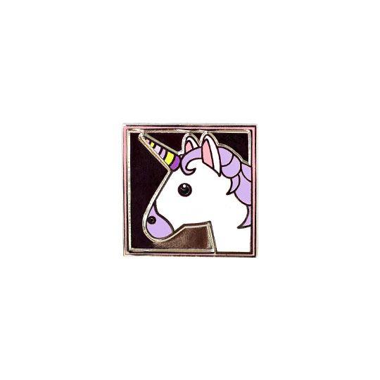 """Российский бренд Pinup, создавая коллекцию """"Emoji"""", вдохновлялся знаменитыми смайлами из библиотеки iOS. Такой значок станет приятным дополнением к любому образу или аксессуару. В чём плюсы: • Небольшая брошка, которая весело дополнит повседневный образ. • Крепится с помощью надежной металлической застежки. • Можно приколоть на свитер, кофту, шапку, шарф, сумку или пенал. Размер (ВхШхГ): 2 х 2 см. Материал: металл."""