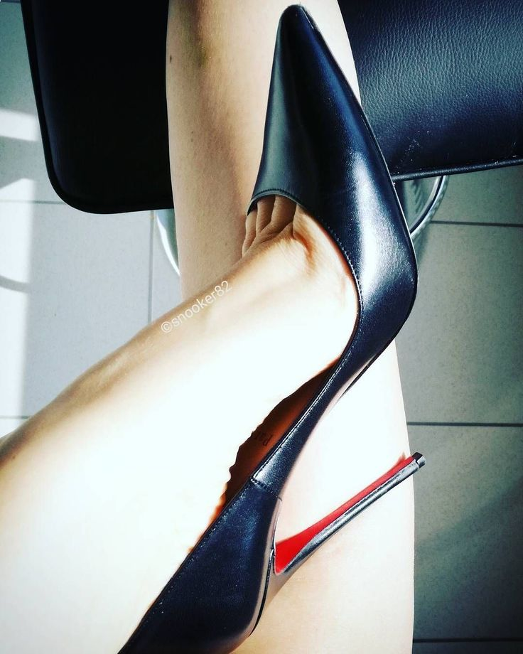 High Heels Walking Tips - 443 Likes, 13 Comments - @snooker82 on Instagram - High heels can be a woman's best friends, helping her look taller, leaner and safer. In any case, walking with high heels can be a little tricky, especially if you're not used to it. But do not worry, learning to walk without fear in high heels only requires a little practice