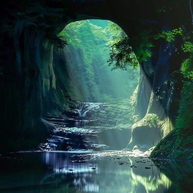 千葉県君津市にある濃溝の滝をご存知ですか?「幻想過ぎる滝!」と主にinstagramユーザーに話題となっています。足を踏み入れれば、そこはジブリの世界!?