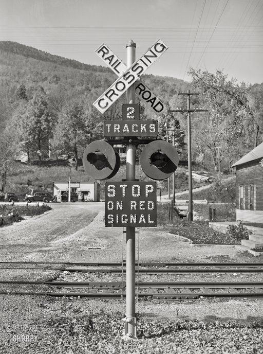 Modern Signal: 1939 | Photograhy in 2019 | Railroad pictures