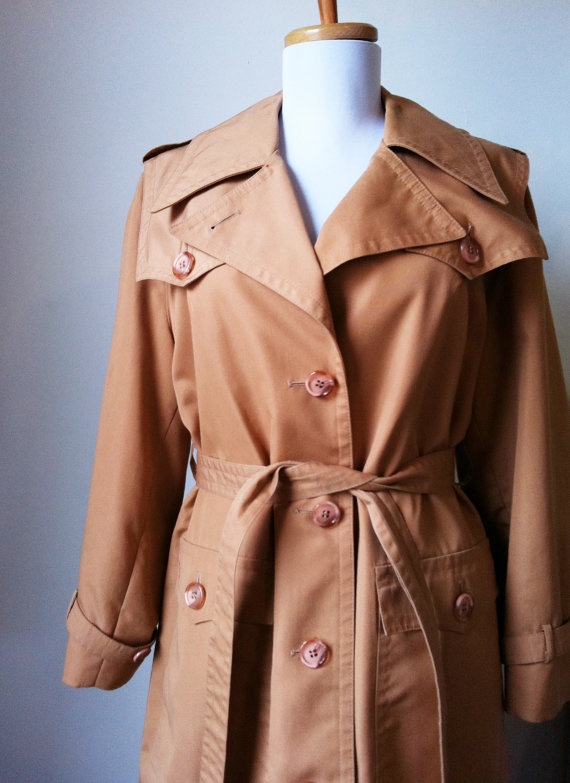"""Diane Lane in """"Infidelity"""" confirmed my love for long trench coats."""