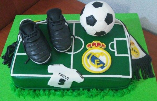 Tarta Real Madrid 3   De Perla's   Tartas fondant personalizadas en Málaga