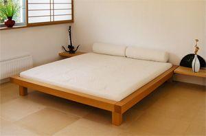 Groot en laag bed voor in slaapkamer. Japans ontwerp, misschien ook wel fijn i.v.m. laag plafond slaapkamer/entresol. KODAMA