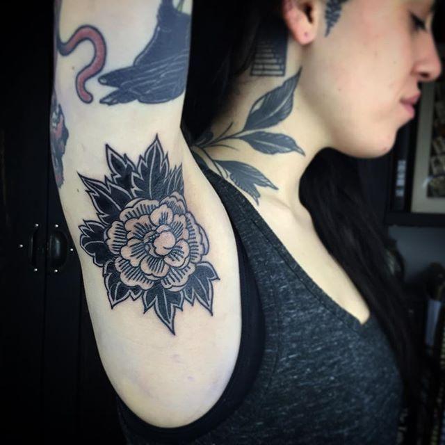 HOJAS DEL CUELLO Flower Armpit Tattoo by Esther De Miguel